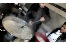 Η Ανοικτή Κουζίνα που μαγειρεύει για τους πρόσφυγες κάνει έκκληση για υλικά