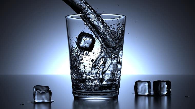 5 σημάδια που στέλνει το σώμα σας, όταν δεν πίνετε αρκετό νερό