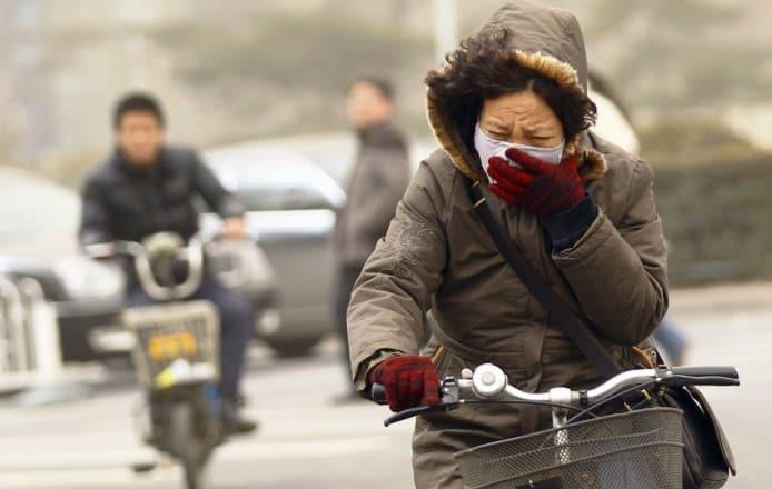 Το ποδήλατο και το περπάτημα ωφελούν την υγεία ακόμα και σε πόλεις με ατμοσφαιρική ρύπανση