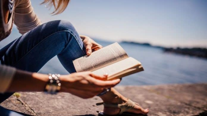 Γιατί είναι καλό να διαβάζετε βιβλίο έστω και 30 λεπτά την ημέρα;