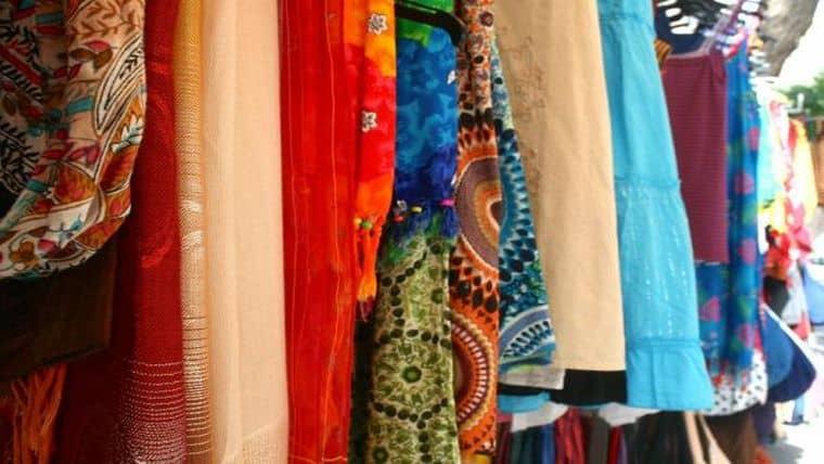 Ανταλλακτικό παζάρι ρούχων στο Συνεργατικό Καφενείο