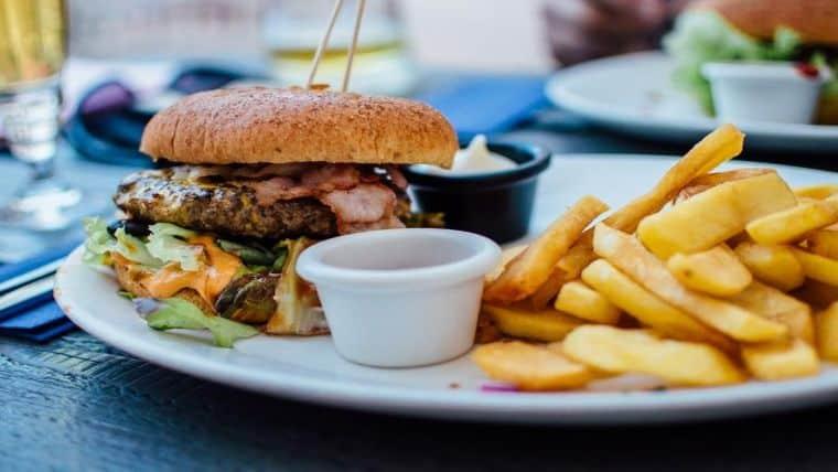 Πόσο κινδυνεύουν τα παιδιά από την κουλτούρα του junk food