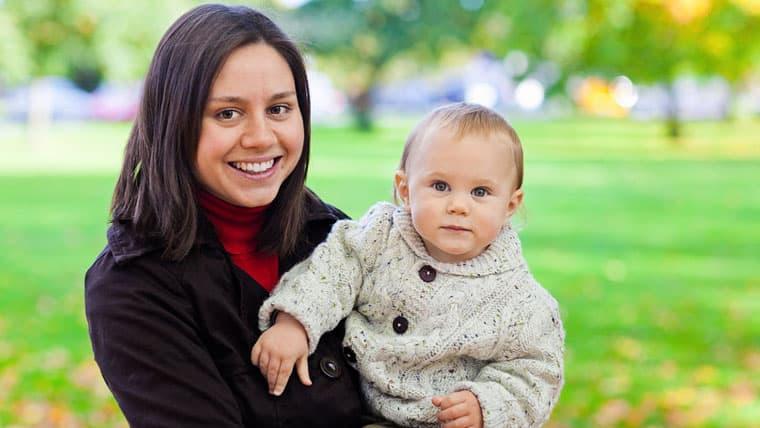 Ανάδοχη πρώτη αγκαλιά | Πιλοτικό πρόγραμμα που αναζητά ζευγάρια ή μαμάδες για ανάδοχους γονείς