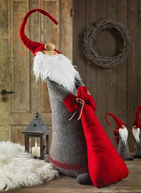 Άγιος Βασίλης που τραβάει το σακί του