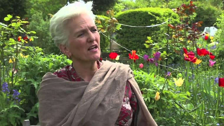 Carolyn Cowan   «Τρία λεπτά μόνο επικέντρωσης σε διατάσεις και στην αναπνοή σας, μπορούν να αλλάξουν τα πάντα. Το αξίζετε»