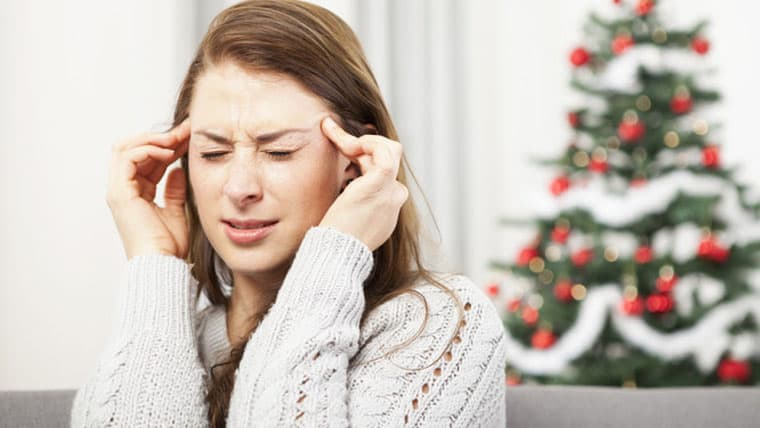 Πονοκέφαλος και ημικρανίες | Γιατί συμβαίνουν πιο συχνά τα Χριστούγεννα