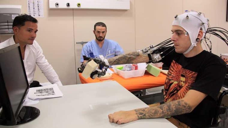 Ρομποτικός εξωσκελετός επέτρεψε σε τετραπληγικούς να χρησιμοποιήσουν αντικείμενα