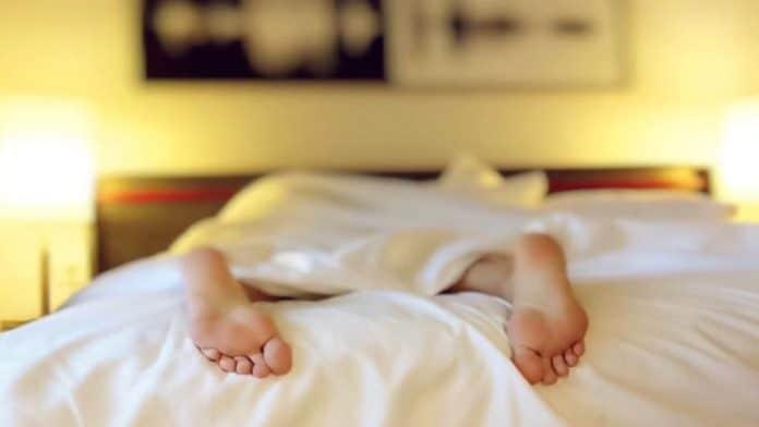 Γιατί να κάνετε μασάζ στα πόδια πριν τον ύπνο