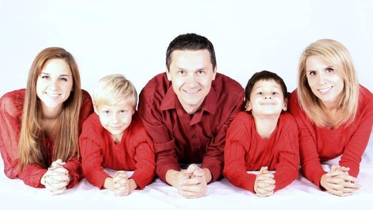 Οδηγός επιβίωσης οικογένειας μετά τις γιορτές | Μαζέψτε τα στολίδια, κρατήστε τη γιορτή!, Της Αναστασίας Γεώργα