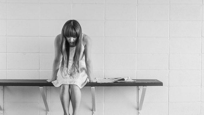 Τι είναι η «χαμογελαστή κατάθλιψη» και πώς εκδηλώνεται | Της Ίλιας Θεοτοκά