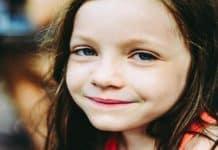 Τα παιδιά μαθαίνουν από τον τρόπο που ζουν - της Ελένης Κάραμποττ