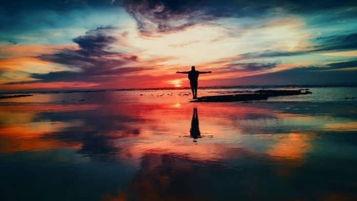 Πόσο δύσκολο είναι να αποδεχτούμε ότι είμαστε 100% υπεύθυνοι για την δική μας πραγματικότητα, κυρίως όταν ερχόμαστε αντιμέτωποι με δύσκολες, αρνητικές και πονεμένες καταστάσεις που φέρνουμε στην ζωή μας. Τι γίνεται αν πάρουμε 100% εμείς την Ευθύνη;