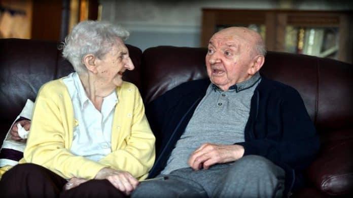 Με αφορμή τη μητέρα 98 ετών που μπήκε σε γηροκομείο για να φροντίζει τον 80χρονο γιο της - του Αλέξιου Βανδώρου