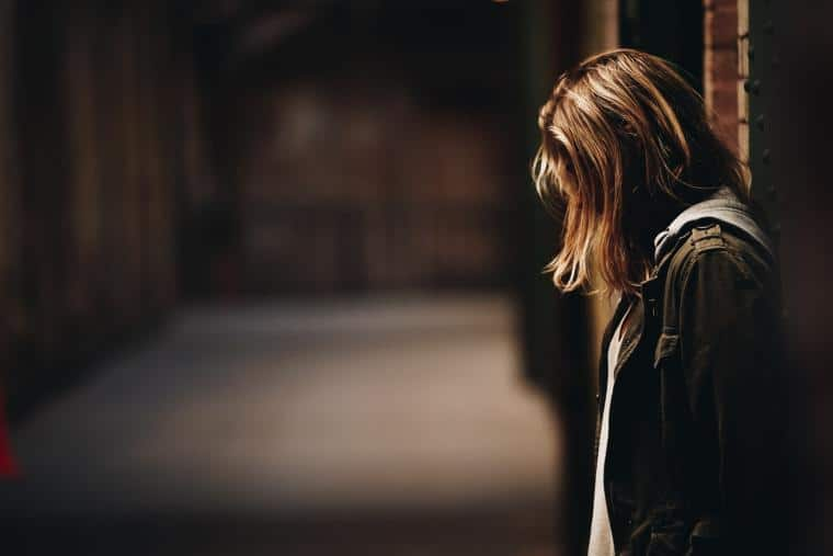 Βία κατά των γυναικών | Ένα πρόβλημα, πολλές όψεις - της Ελένης Κάραμποττ