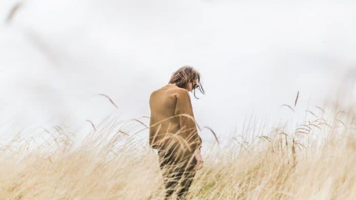 Αντιμετωπίζοντας και Υπερβαίνοντας τη Μοναξιά - του Robert Najemy