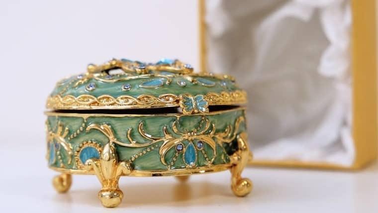 Μικρά μυστικά για την Ευημερία και τον Πλούτο της Αδαμαντίας Καζάκου