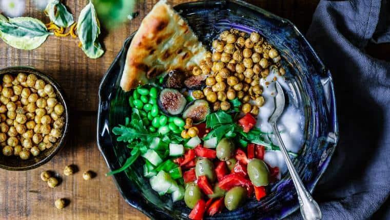 Όχι άλλο βρώμικο φαστ φουντ, μόνο ποιοτική βρώση και πόση - Της Κρυσταλλίας Καραΐσκου