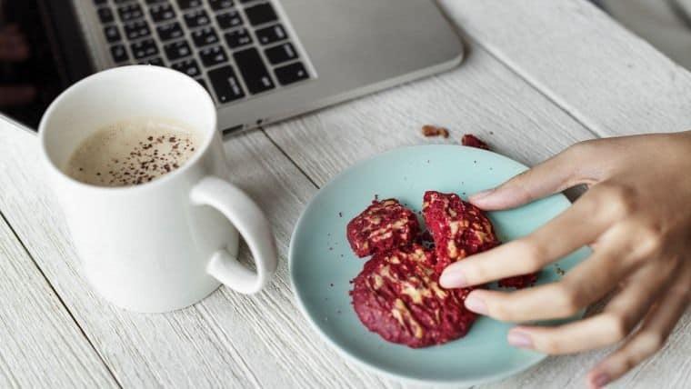Υγιεινά σνακ που μπορείτε να κρατήσετε στο συρτάρι του γραφείου σας