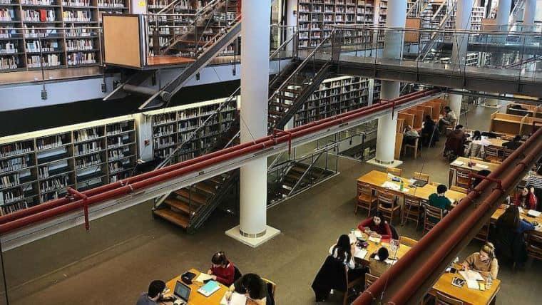 Άνοιξε η δεύτερη μεγαλύτερη βιβλιοθήκη με 500.000 βιβλία! - Όμορφη Ζωή