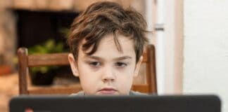 18 τρόποι για να κρατήσετε τα παιδιά σας μακριά από τους κινδύνους του internet