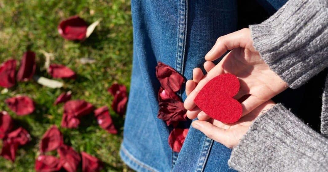 Όλες μας οι πράξεις υπαγορεύονται είτε από αγάπη είτε από φόβο