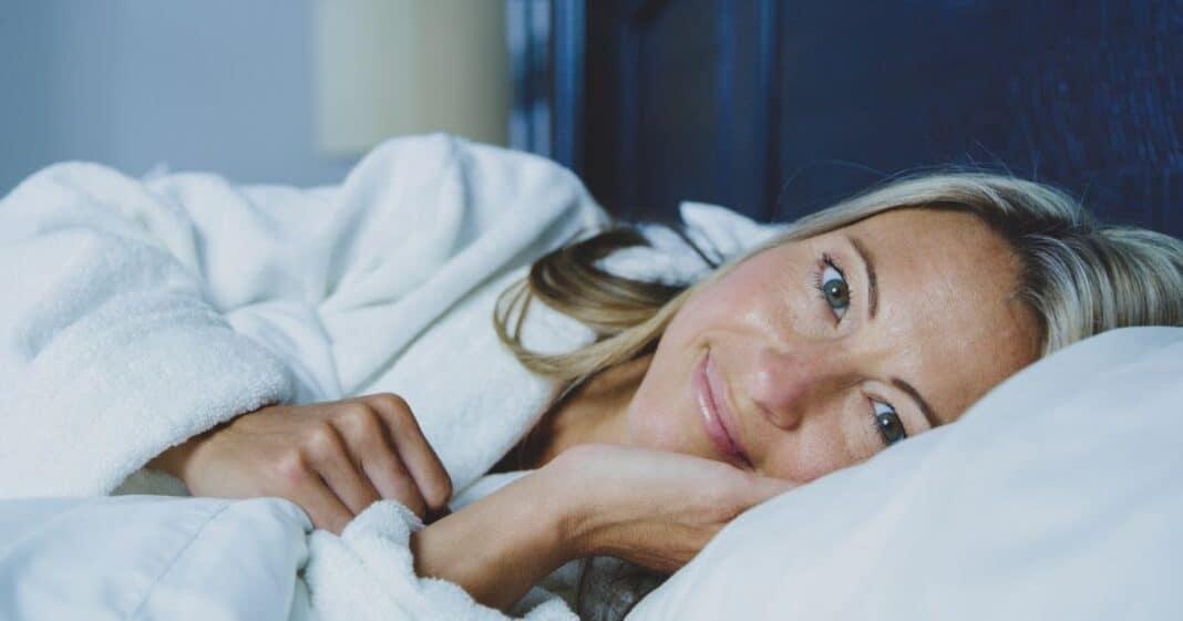 Yoga και ύπνος| 6 απλές θέσεις πριν πάμε για ύπνο