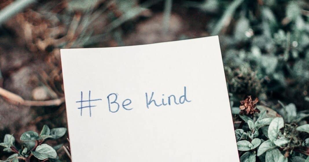 πράξεις-καλοσύνης-χαμογελούν