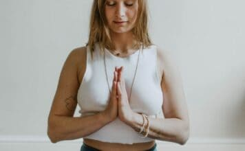 pranam-mudra-prayer-pose